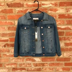 NWT Kenzie denim jacket (46)